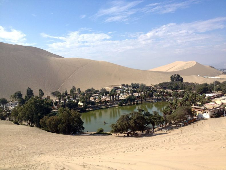 peru-huacachina-lake