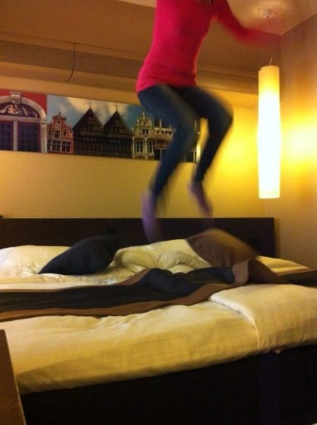 hotelbed-jump