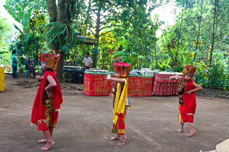 Indonesia-Java-Harnik-dance