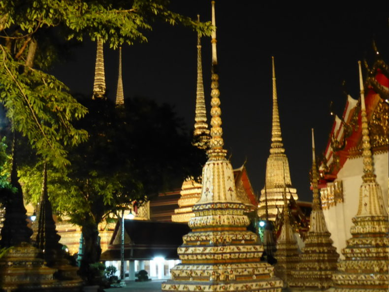 wat-pho-by-night